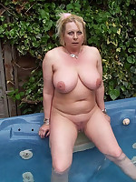 Mature nudist plumpers in a small private pools - Chubby Naturists