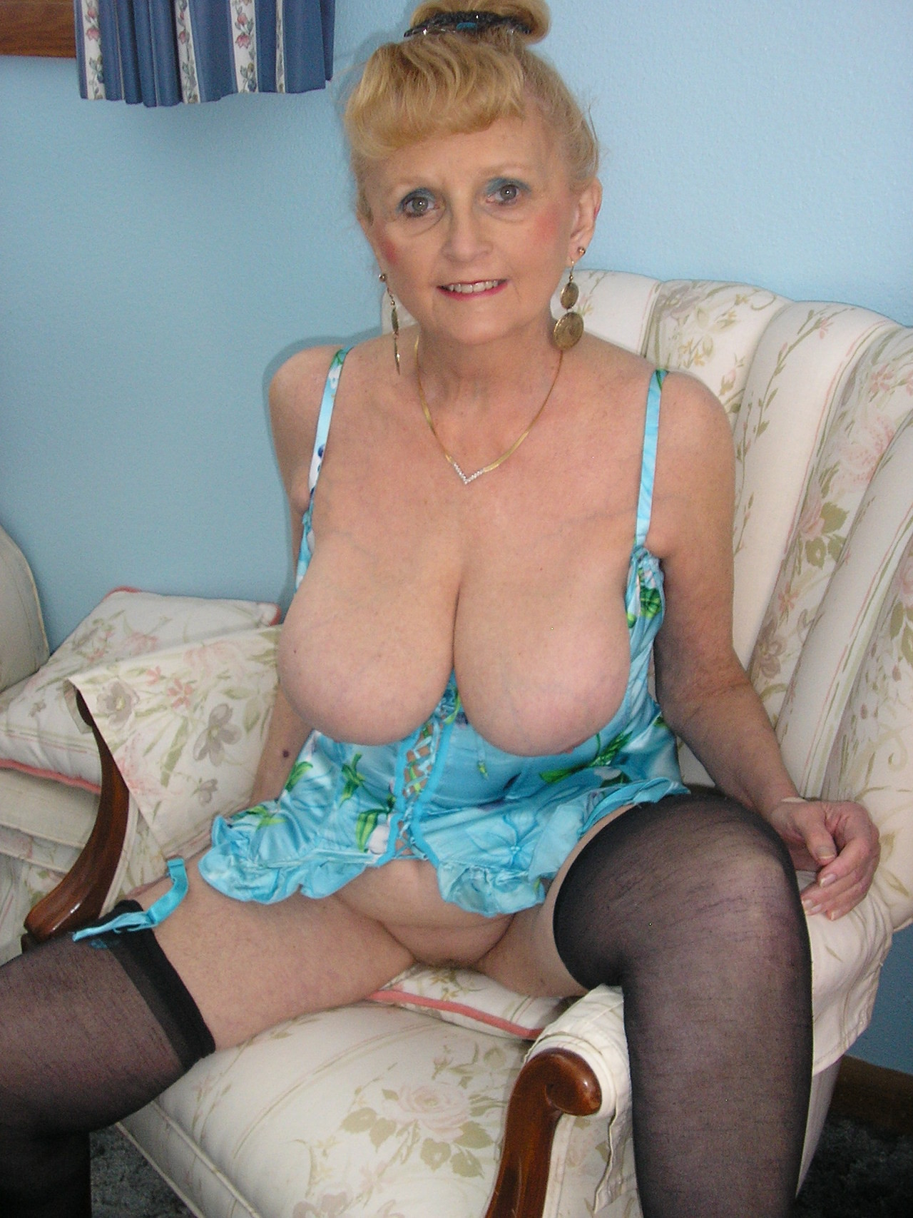 Old nude granny videos-2277